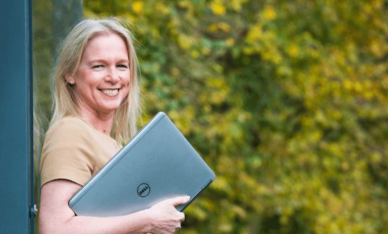 De mens vormt de kern van het bedrijf. En dus van de digital workplace. Vanzelfsprekend, vindt Pascale Van Damme, Vice President & GM bij Dell EMC Com Belgium Luxembourg. Meer emoties en meer empathie leiden uiteindelijk immers tot meer creativiteit.
